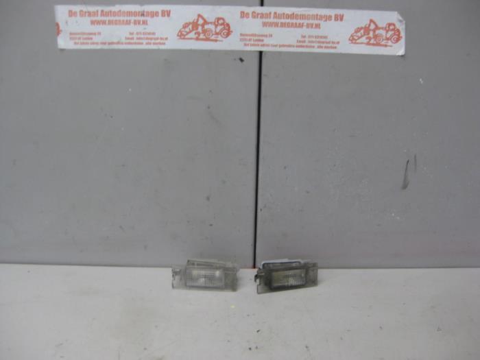 kenteken verlichting van een renault megane ii cc em 20 16v 2004