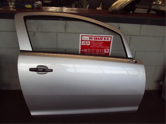 Portier 2Deurs rechts van een Opel Corsa D 1.3 CDTi 16V ecoFLEX 2006