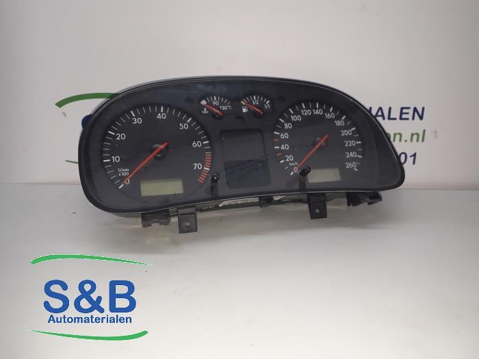 Kilometerteller KM van een Volkswagen Golf 2002