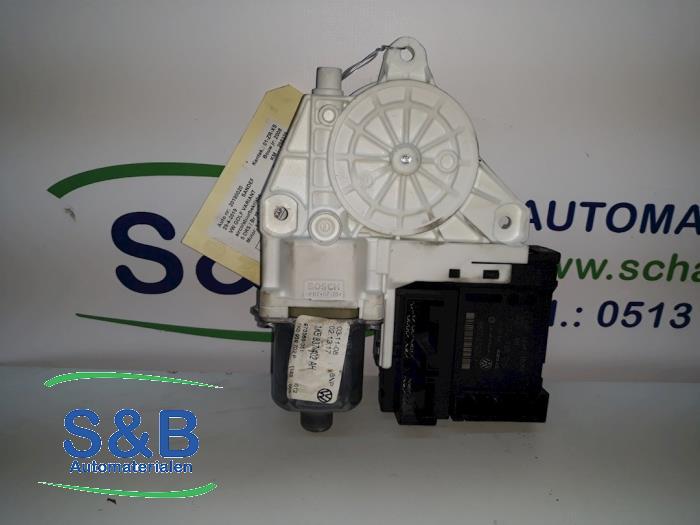 Raammotor Portier van een Volkswagen Golf V Variant (1K5) 1.4 TSI 122 16V 2008