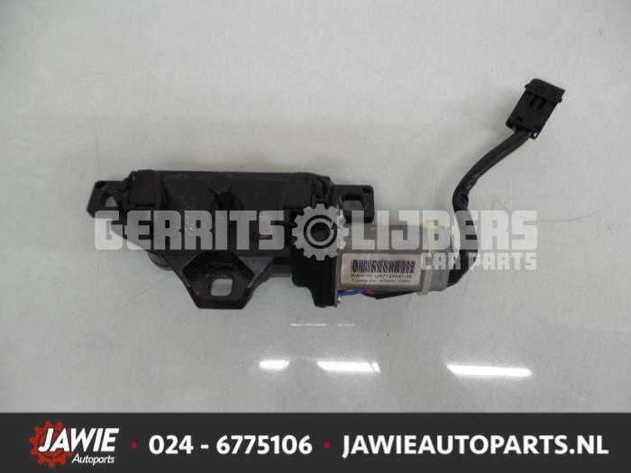 Achterklep motor - 59811010-0b1c-4ff4-9bc9-45393800fb2c.jpg