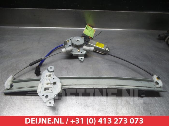 Nissan Almera (N16) 1.5 16V