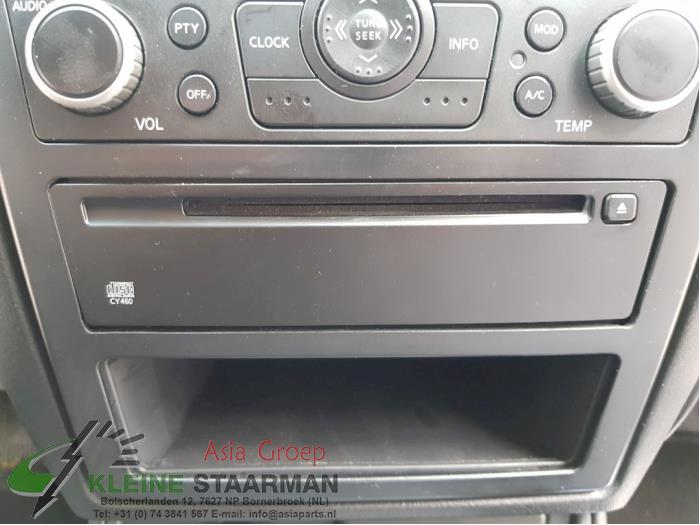 CD Speler van een Nissan / Datsun Almera (N16) 1.8 16V 2003