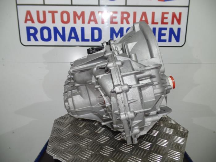 Versnellingsbak van een Renault Master 2016