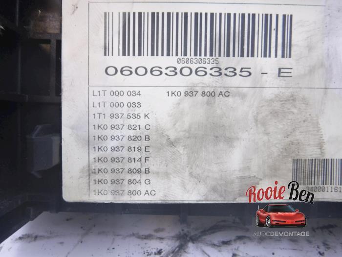Zekeringkast van een Volkswagen Touran (1T1/T2) 1.9 TDI 105 Euro 3 2006