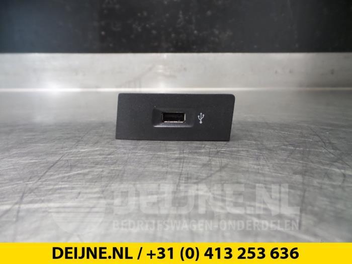 AUX/USB aansluiting - Volkswagen Transporter