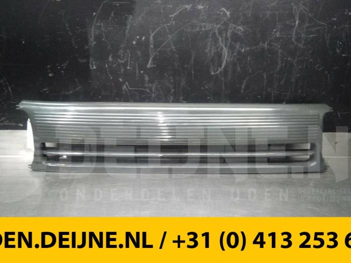 Grille - Toyota Hiace