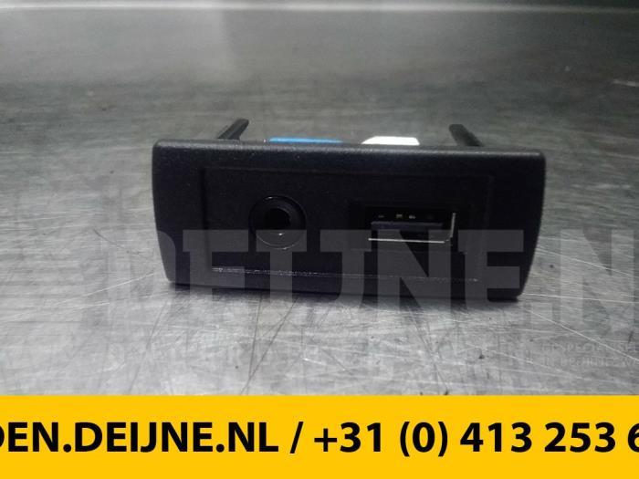 AUX/USB aansluiting - Mercedes Vito