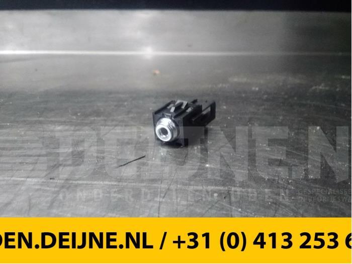 AUX/USB aansluiting - Peugeot Expert