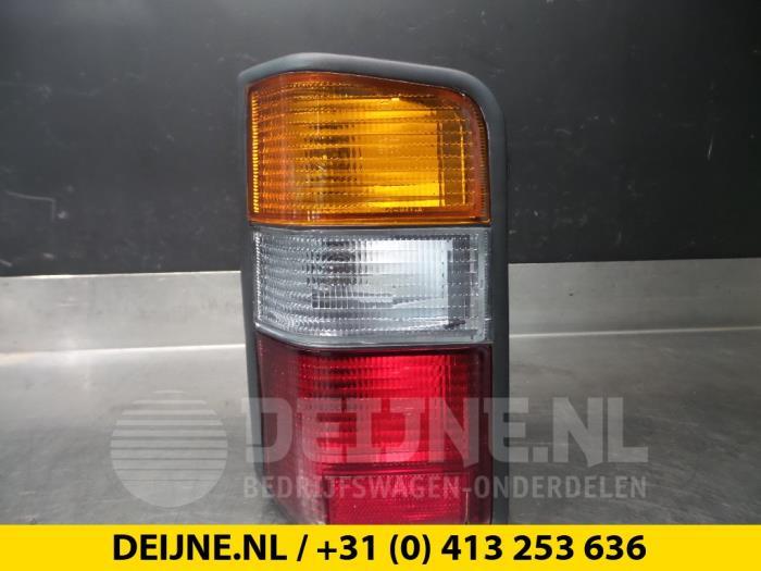 Achterlicht links - Mitsubishi L300