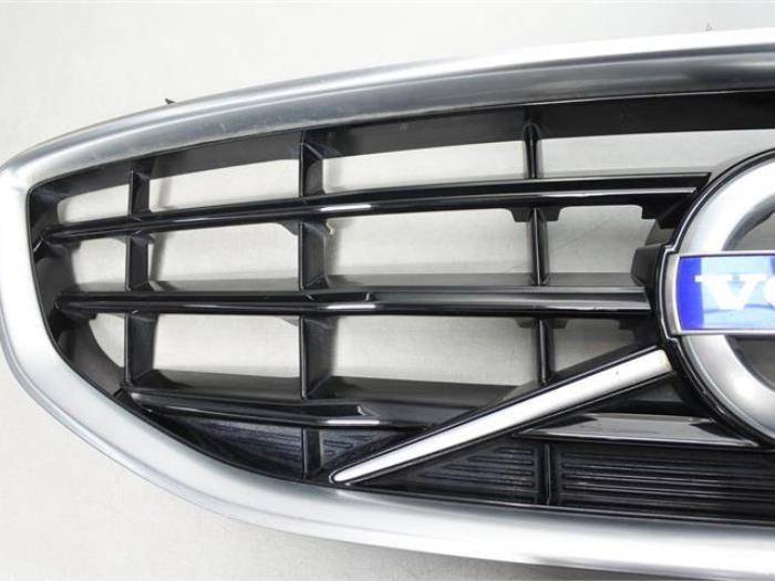 Grille - Volvo V40