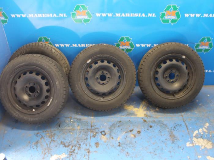 Verwonderend Velgen set + winterbanden - Maresia Auto Recycling VB-99