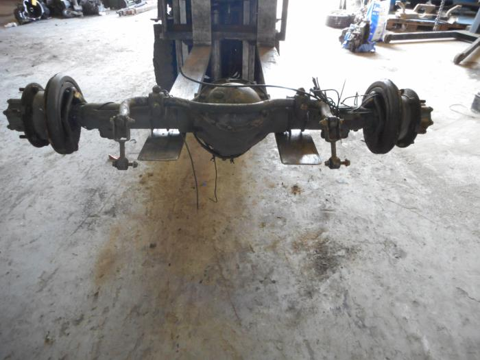 Rear axle + drive shaft - Maresia Auto Recycling