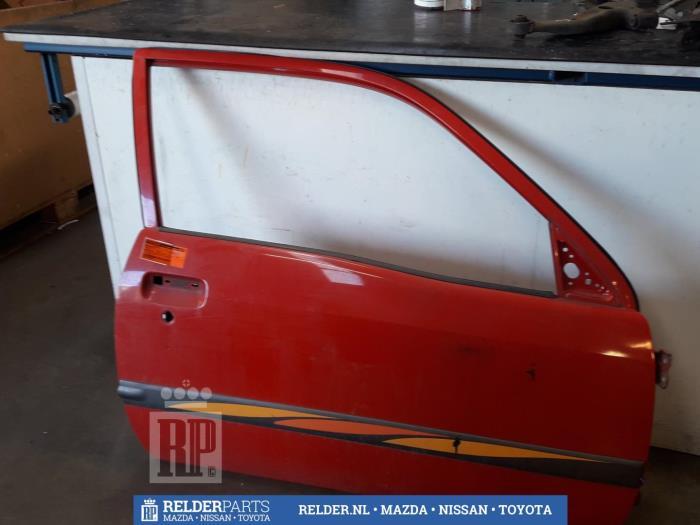 Toyota Starlet (EP9) 1.3,XLi,GLi 16V 1999 Deur 2Deurs rechts (klik op de afbeelding voor de volgende foto)