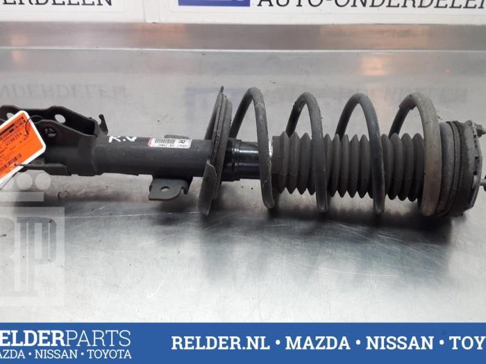 Mazda 2 (DE) 1.3 16V S-VT 2012 Voorpoot rechts (klik op de afbeelding voor de volgende foto)