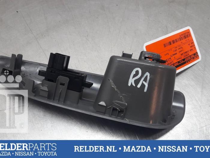 Nissan Juke (F15) 1.6 16V 2011 Elektrisch Raam Schakelaar (klik op de afbeelding voor de volgende foto)