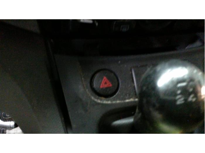 Nissan NV 200 Evalia (M20M) 1.5 dCi 90 2014 Schakelaar Paniekverlichting (klik op de afbeelding voor de volgende foto)