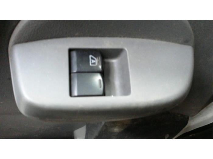 Nissan NV 200 Evalia (M20M) 1.5 dCi 90 2014 Raam schakelaar elektrisch (klik op de afbeelding voor de volgende foto)