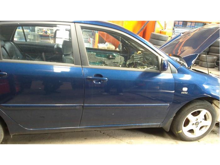 Toyota Corolla (E12) 1.6 16V VVT-i 2003 Deur 4Deurs rechts-voor (klik op de afbeelding voor de volgende foto)