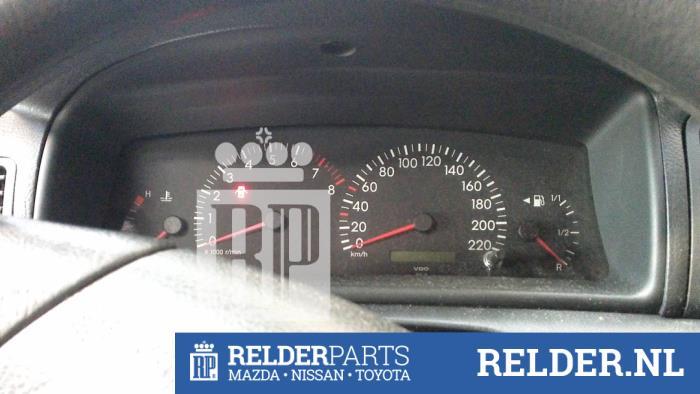 Toyota Corolla (E12) 1.4 16V VVT-i 2002 Instrumentenpaneel (klik op de afbeelding voor de volgende foto)