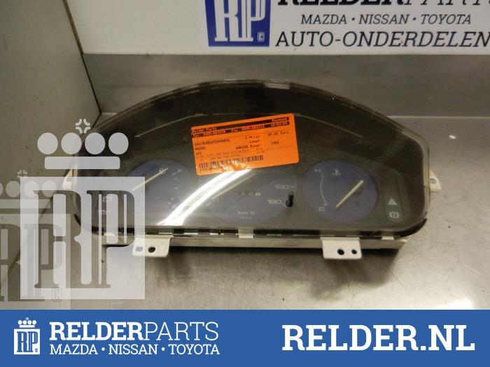 Mazda 121 (DB) 1.3i LX 16V 1994 Instrumentenpaneel (klik op de afbeelding voor de volgende foto)