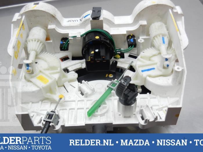 Mazda BT-50 2.5 Di 16V 4x4 2011 Chaufage Bedieningspaneel (klik op de afbeelding voor de volgende foto)