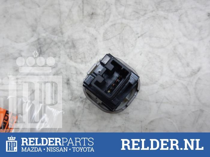 Nissan NV 200 (M20M) 1.5 dCi 86 2010 Schakelaar Paniekverlichting (klik op de afbeelding voor de volgende foto)