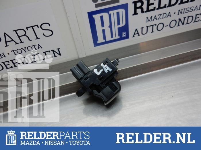 Nissan Juke (F15) 1.6 DIG-T 16V 2013 Elektrisch Raam Schakelaar (klik op de afbeelding voor de volgende foto)