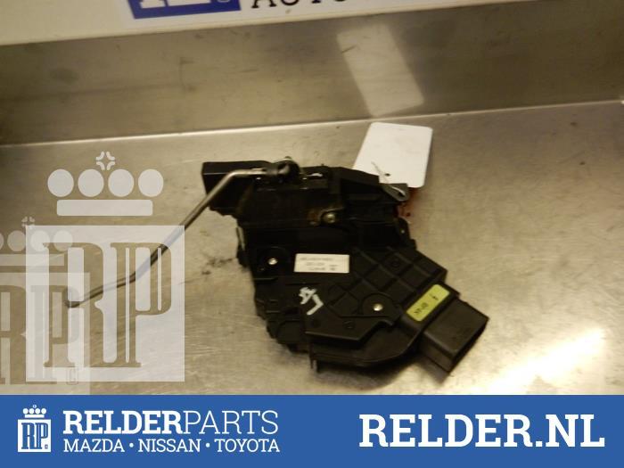 Mazda 3 Sport (BK14) 1.6 CiTD 16V 2007 Slotmechaniek Portier 4Deurs links-achter (klik op de afbeelding voor de volgende foto)