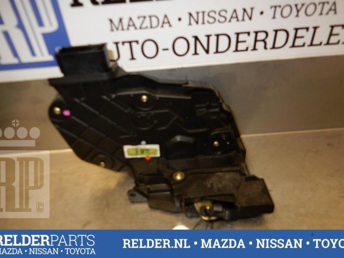 Mazda 3 Sport (BK14) 2.0i 16V 2005 Slotmechaniek Portier 4Deurs links-achter (klik op de afbeelding voor de volgende foto)