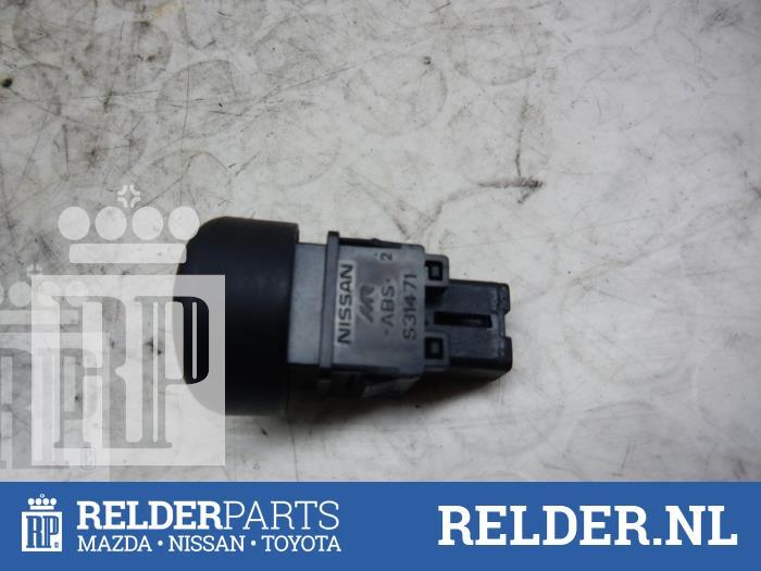 Nissan Juke (F15) 1.5 dCi 2013 Alarmlicht Schakelaar (klik op de afbeelding voor de volgende foto)
