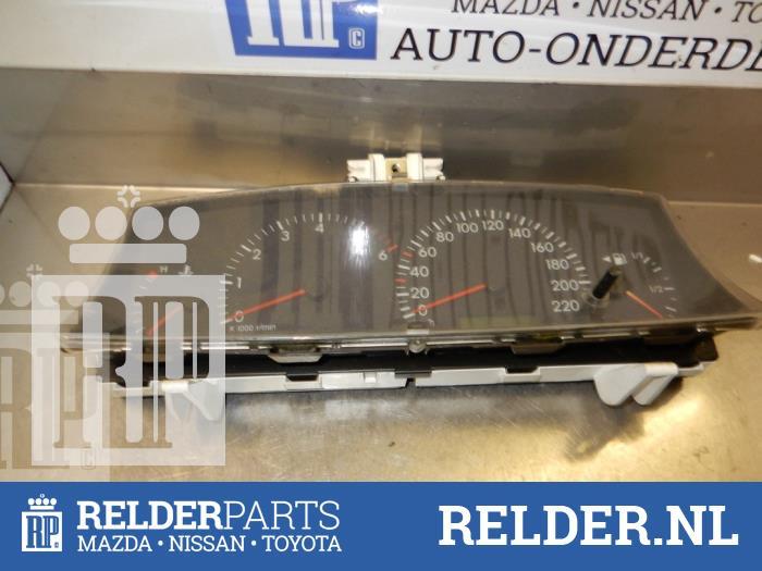 Toyota Corolla (E12) 2.0 D-4D 16V 90 2002 Instrumentenpaneel (klik op de afbeelding voor de volgende foto)