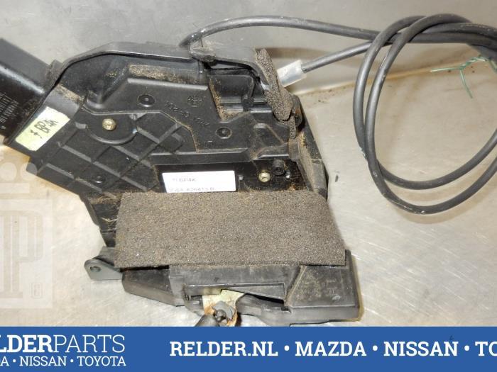 Mazda 3 Sport (BK14) 1.6i 16V 2005 Slotmechaniek Portier 4Deurs links-achter (klik op de afbeelding voor de volgende foto)