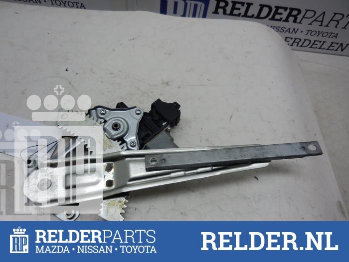 Nissan Juke (F15) 1.6 16V 2012 Ruitmechaniek 4Deurs rechts-achter (klik op de afbeelding voor de volgende foto)