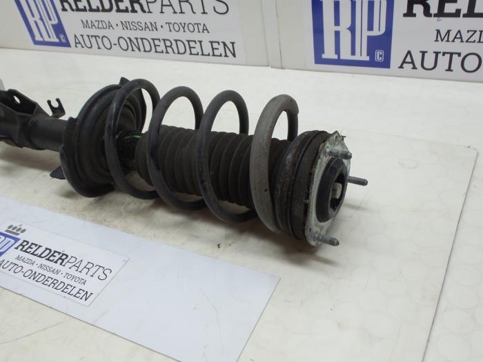 Mazda 2 (DE) 1.3 16V S-VT High Power 2012 Voorpoot rechts (klik op de afbeelding voor de volgende foto)