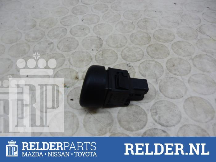 Nissan Juke (F15) 1.6 16V 2013 Alarmlicht Schakelaar (klik op de afbeelding voor de volgende foto)
