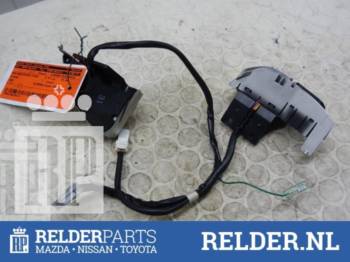 Nissan Juke (F15) 1.6 16V 2012 Radiobediening Stuur (klik op de afbeelding voor de volgende foto)