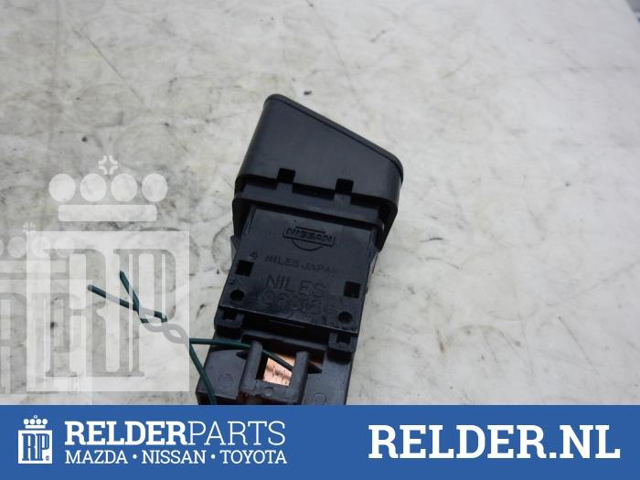 Nissan Patrol GR (Y61) 3.0 GR Di Turbo 16V 2001 Verwarmingsschakelaar Achterruit (klik op de afbeelding voor de volgende foto)