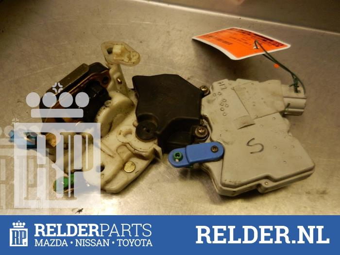 Nissan Patrol GR (Y61) 3.0 GR Di Turbo 16V 2001 Slotmechaniek Portier 2Deurs links (klik op de afbeelding voor de volgende foto)