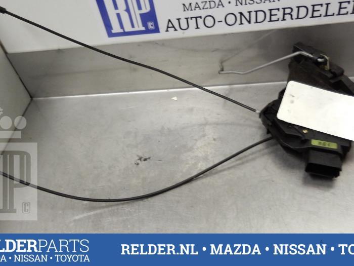 Mazda 3 Sport (BK14) 2.3i 16V MZR 2005 Slotmechaniek Portier 4Deurs links-achter (klik op de afbeelding voor de volgende foto)