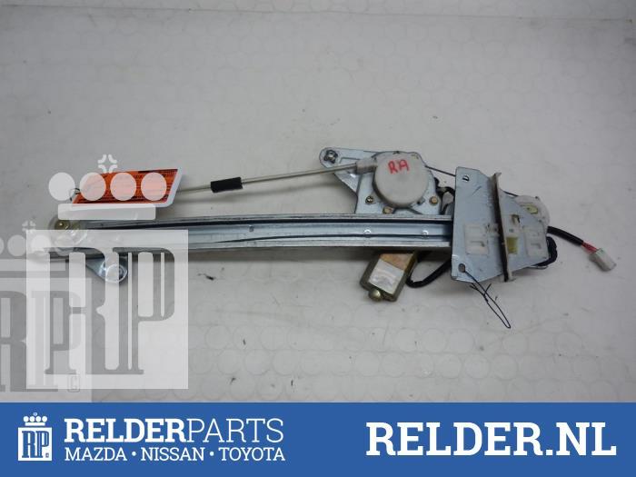 Mazda 626 (GF12) 2.0 DiTD 16V 2000 Raammechaniek 4Deurs rechts-achter (klik op de afbeelding voor de volgende foto)