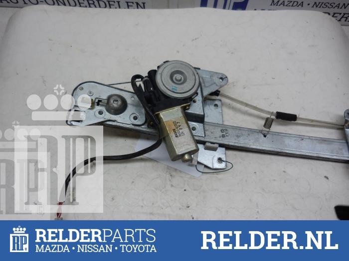 Mazda 626 (GF14) 1.8i 16V 1998 Raammechaniek 4Deurs rechts-achter (klik op de afbeelding voor de volgende foto)