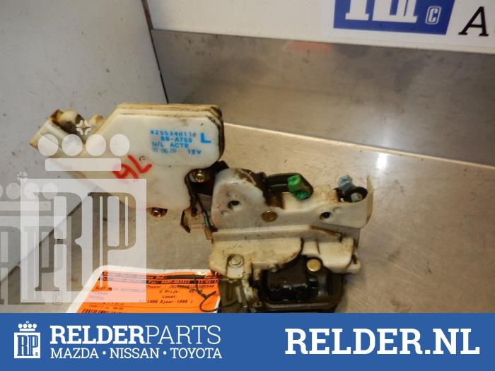 Nissan Patrol GR (Y61) 2.8 GR TDi-6 1999 Achterklep Slotmechaniek (klik op de afbeelding voor de volgende foto)