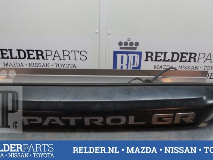 Nissan Patrol GR (Y61) 2.8 GR TDi-6 1999 Handgreep Achterklep (klik op de afbeelding voor de volgende foto)