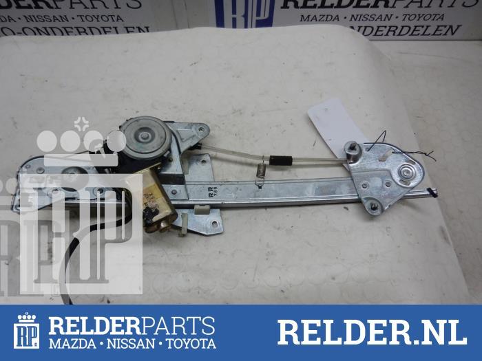 Mazda 626 (GF12) 2.0i 16V GLX 1998 Raammechaniek 4Deurs rechts-achter (klik op de afbeelding voor de volgende foto)