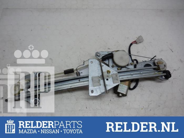 Mazda 626 (GF14) 2.0i 16V 2000 Raammechaniek 4Deurs rechts-achter (klik op de afbeelding voor de volgende foto)