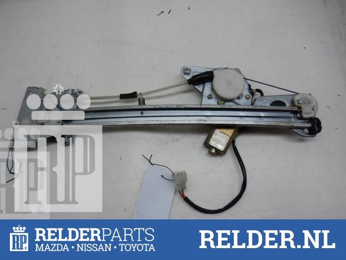 Mazda 626 (GF14) 2.0i 16V HiPower 1997 Raammechaniek 4Deurs rechts-achter (klik op de afbeelding voor de volgende foto)