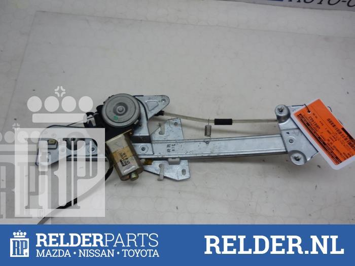 Mazda 626 (GF14) 2.0 DiTD 16V 2000 Raammechaniek 4Deurs rechts-achter (klik op de afbeelding voor de volgende foto)