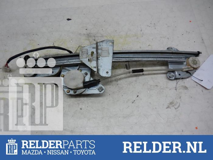 Mazda 626 (GF12) 2.0 DiTD 16V 1999 Raammechaniek 4Deurs rechts-achter (klik op de afbeelding voor de volgende foto)