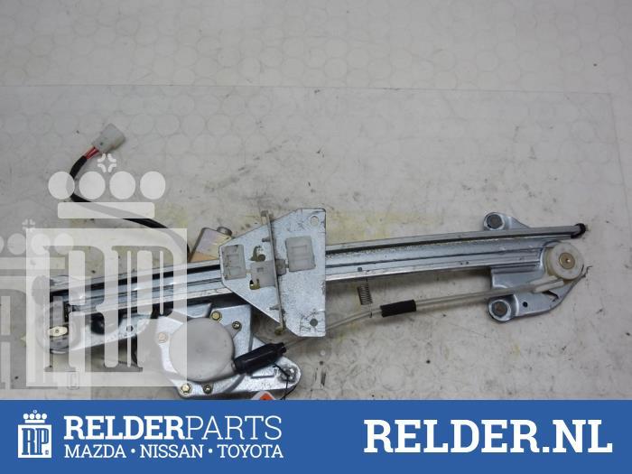 Mazda 626 (GW19) 2.0i 16V GLX 1998 Raammechaniek 4Deurs rechts-achter (klik op de afbeelding voor de volgende foto)